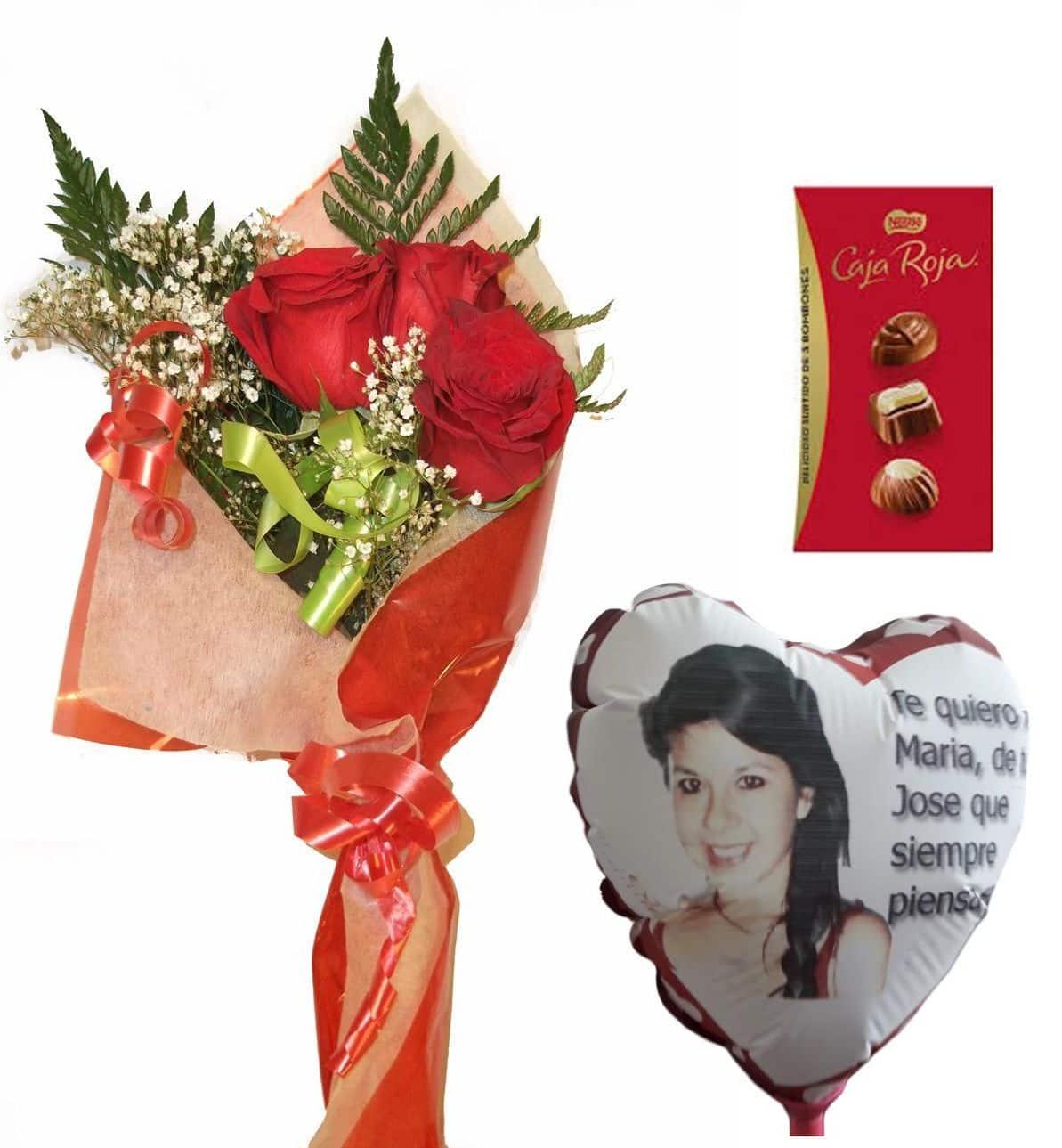 Envio de ramo de tres rosas a domicilio con bombones y globo personalizado